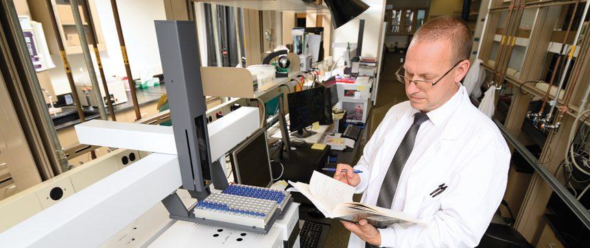 11 Dr Buchweitz In Lab